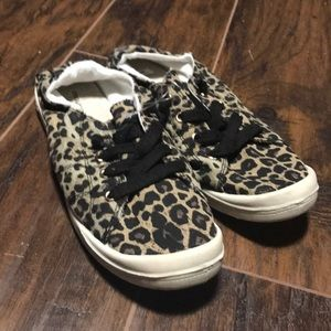 New Maurice's leaped print sneakers size 9.5